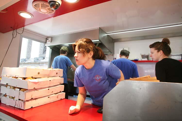 11camion_qui_fume_paris_kitchen_staff_kristin_frederick