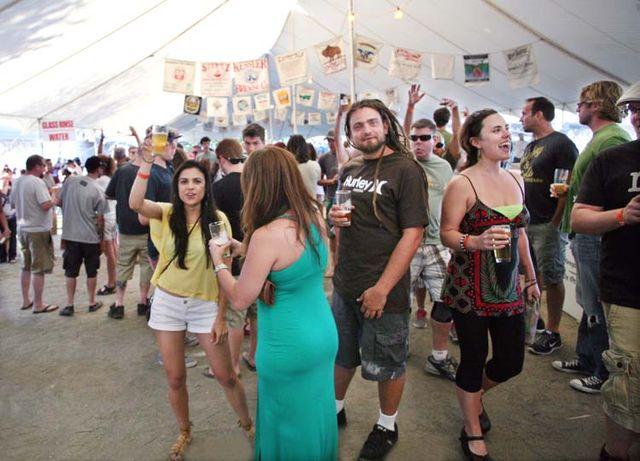 1portland_beer_festival_cheering_crowd