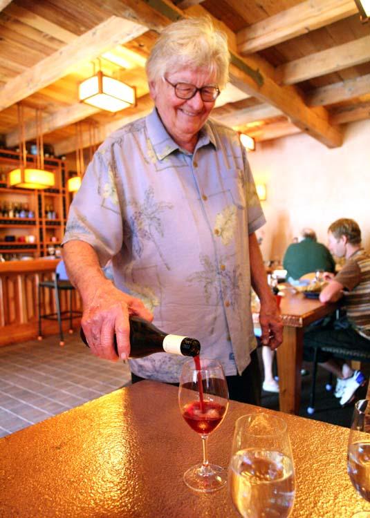 1new_sammys_bistro_vernon_rollins_pouring_wine