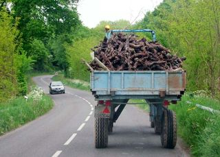 Tractor_hauling_dead_vines_firewood_muscadet1