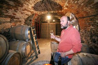1geoeges_laval_vincent_tasting_in_cellar