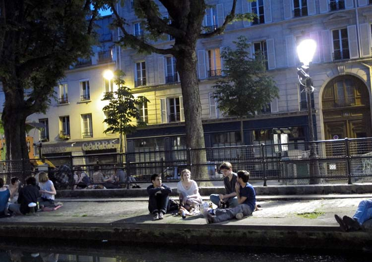 1paris_picnic_canal_st_martin_quai_de_valmy_4party