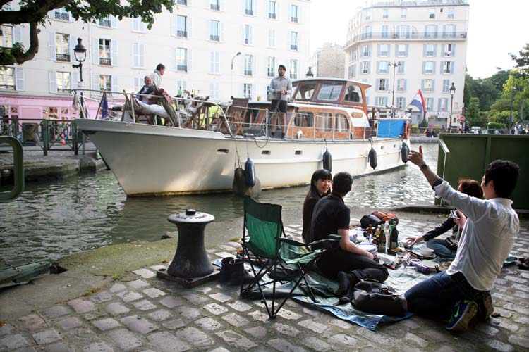 1paris_picnic_canal_st_martin_our_spot