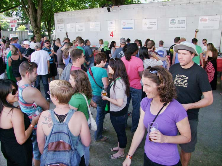 1portland_beer_attendees_lining_up