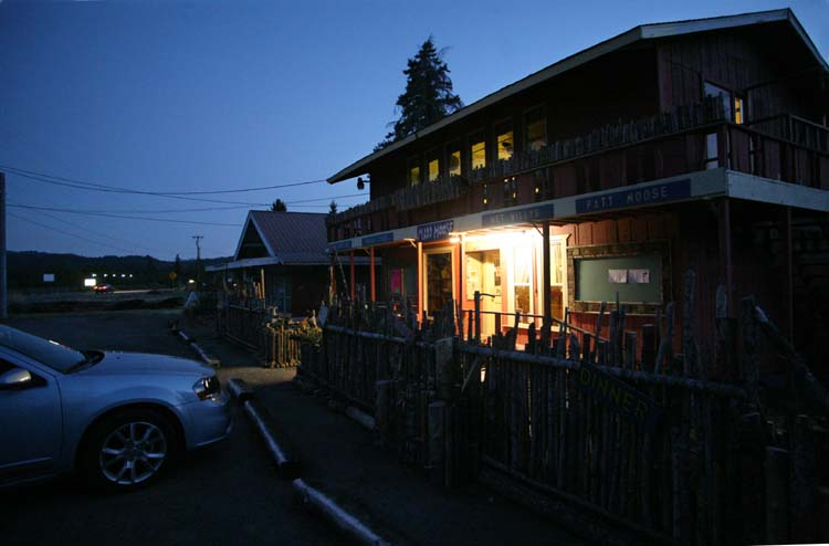 1madd_moose_selma_oregon_outside_terrace