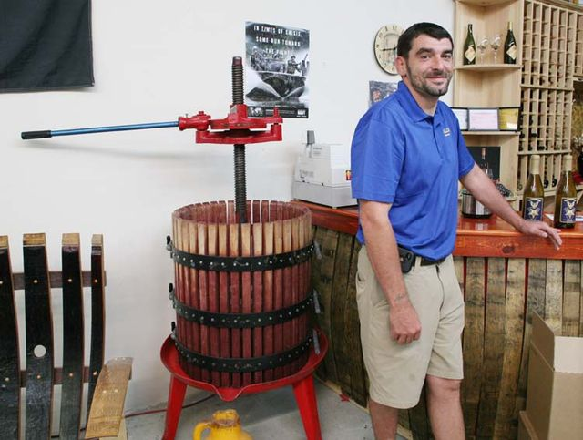 1valor_winery_jerry_basket_press