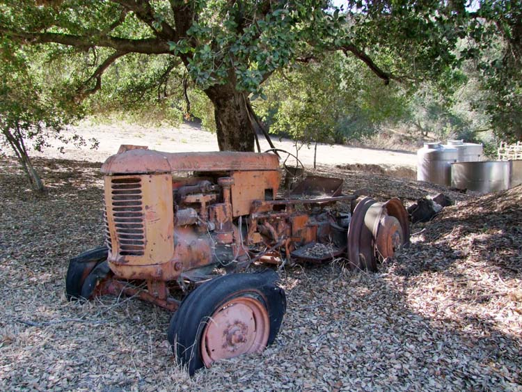1ojai_winery_california_vieux tracteur