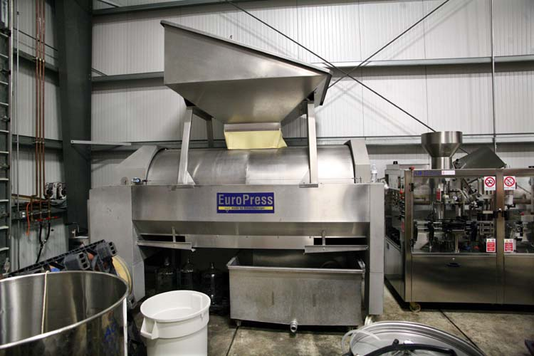 1AmBith_vineyard_facility_press