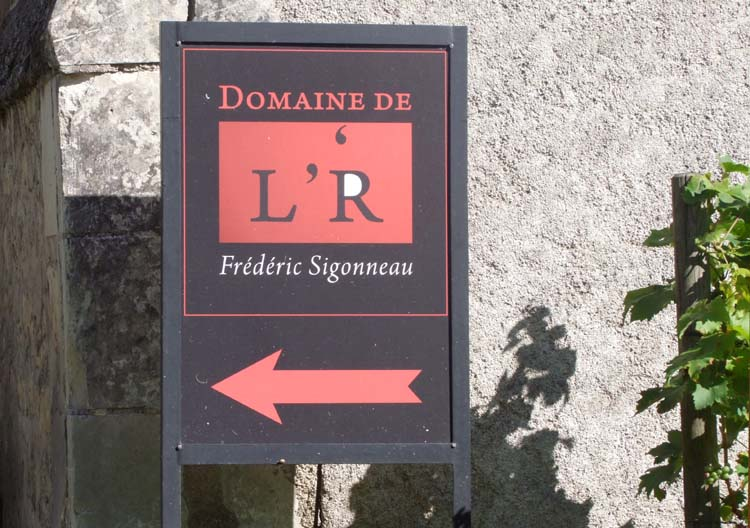 1domaine_R_winery_street_sign