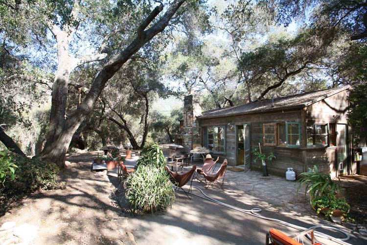 1lost_cabin_CA_terrace
