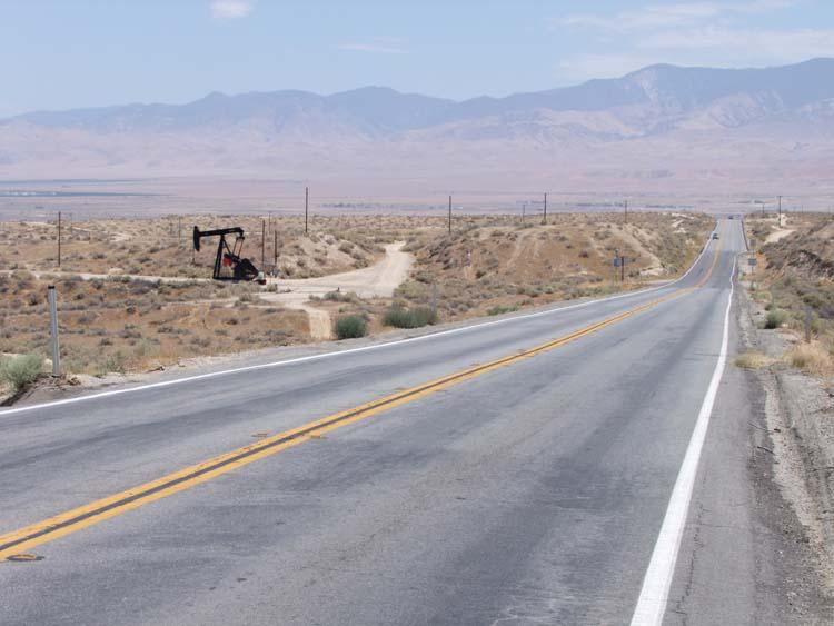 1US_petroleum_hwy_rig_straight_road