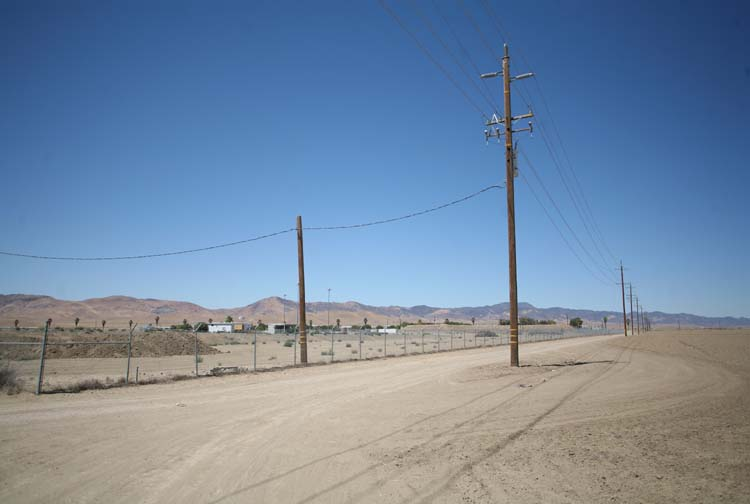1US_petroleum_hwy_telephone_cables_shadow