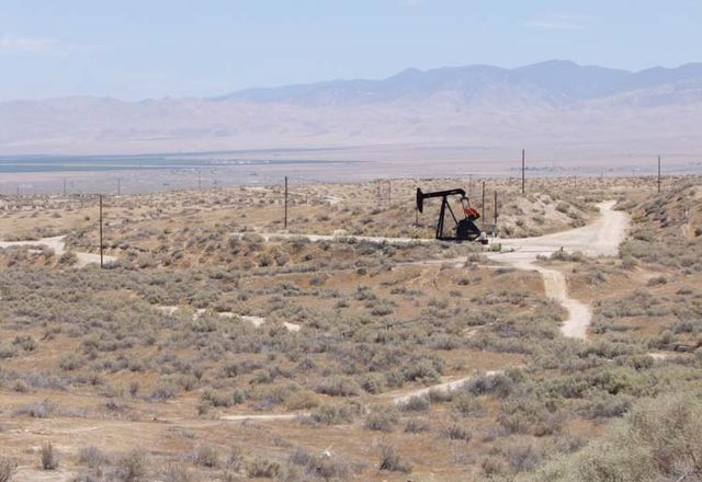 1US_petroleum_hwy_rig_dirt_road