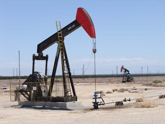 1US_petroleum_hwy_red-head_rig