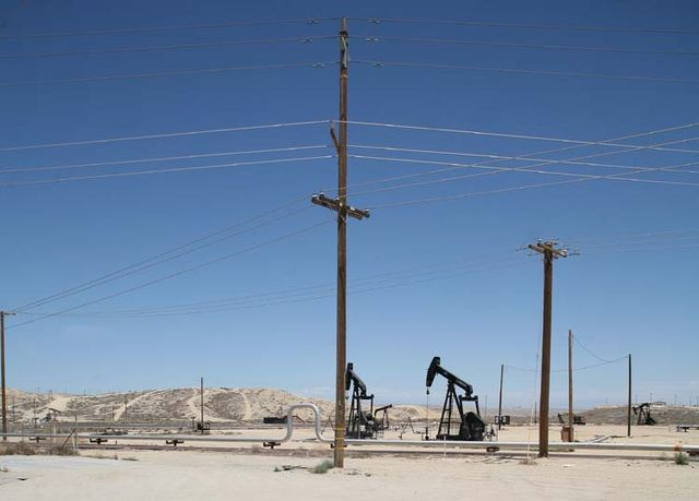 1US_petroleum_hwy_poles_horizontal