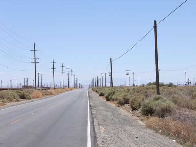 1US_petroleum_hwy_phone_lines