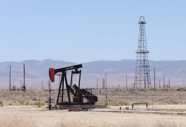 1US_petroleum_hwy_rig_and_tower