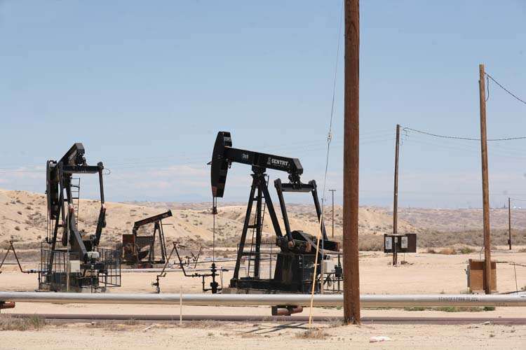 1US_petroleum_hwy_rigs_and_wood_poles