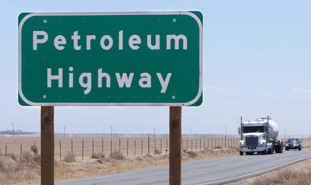 1US_petroleum_hwy_sign