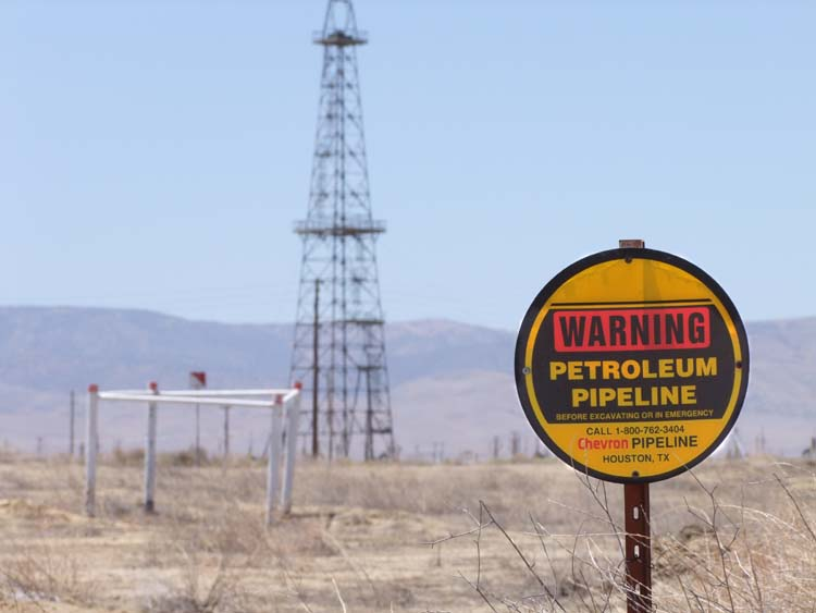 1US_petroleum_hwy_pipeline_sign