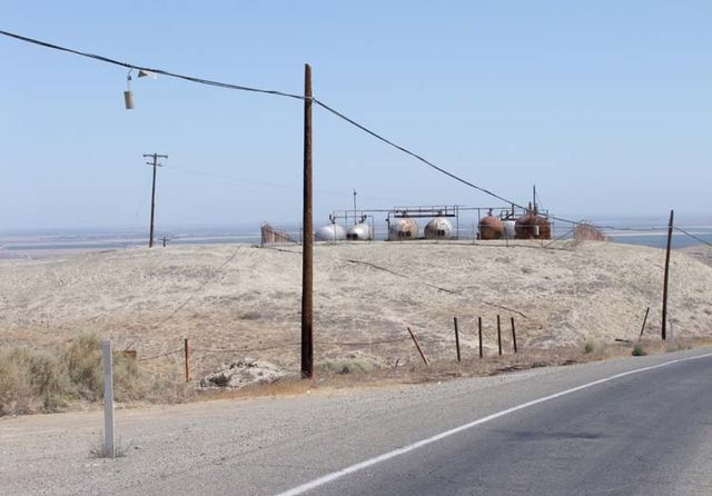 1US_petroleum_hwy_water_tanks