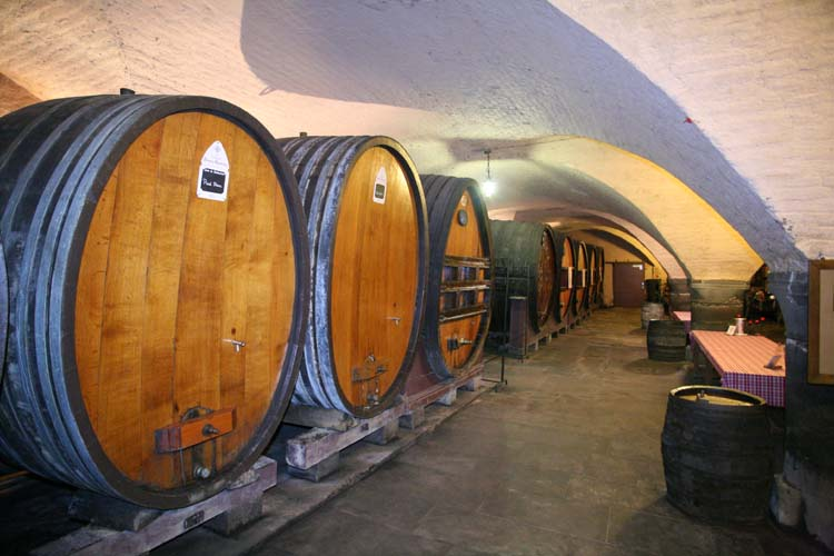 1hospices_strasbourg_oldest_wine_foudres_tables