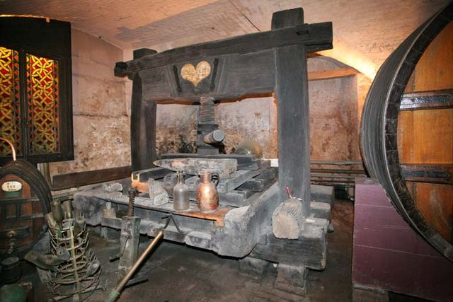 1hospices_strasbourg_oldest_wine_press_1727
