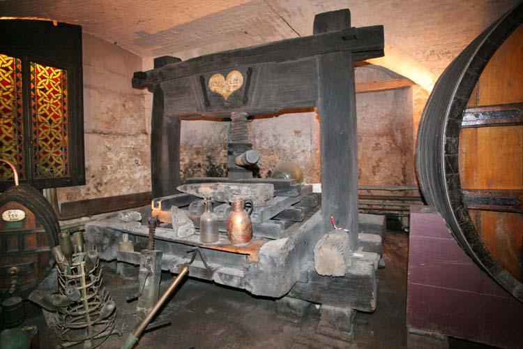 1hospices_strasbourg_oldest_wine_press_1727