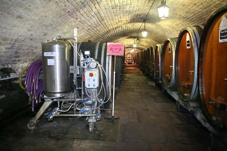 1hospices_strasbourg_oldest_wine_filtration_machine