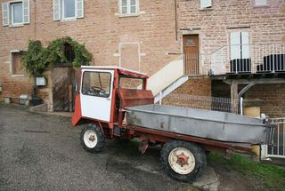 1france_gonzalvez_beaujolais_strange_gondola_truck
