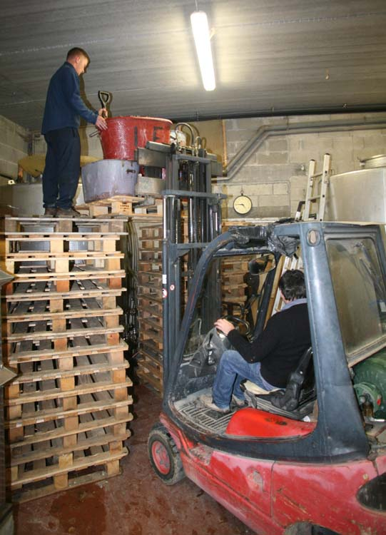 1jean_foillard_forklifting_grape_load