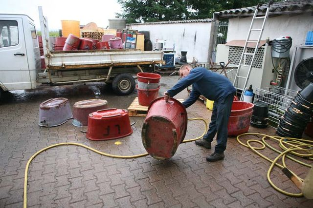 1jean_foillard_hosing_the_grape_bins