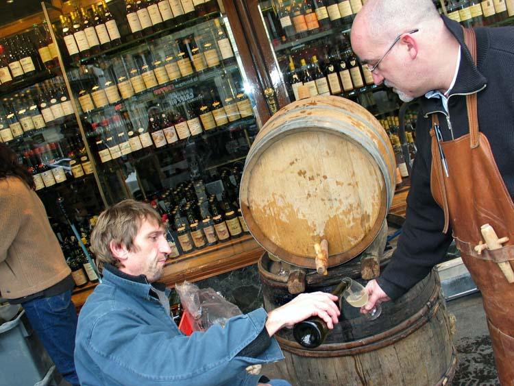1bottling_auge2004_puzelat_pouring_marc_sibard