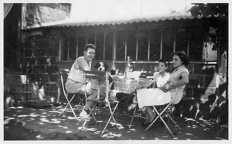 1france_dejeuner_banlieue_cour1953
