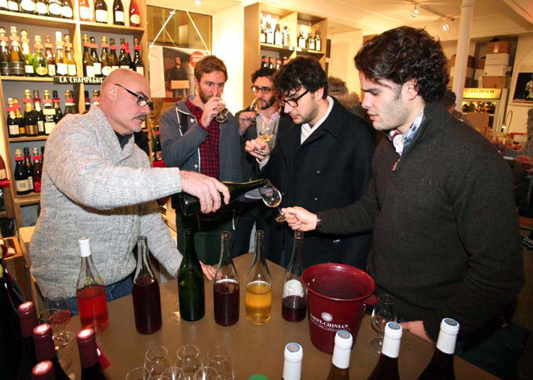 1brendan_papilles_pouring_red