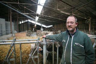 1abbaye_pierre_qui_vire_farmer_cow_barn