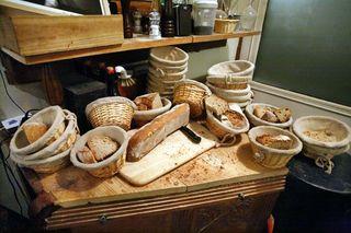 1coinstot_vino_bread