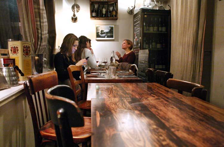 1coinstot_vino_salle_along_terrace