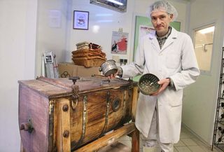 11epoisses_cheese_farm_wooden_butter_churn