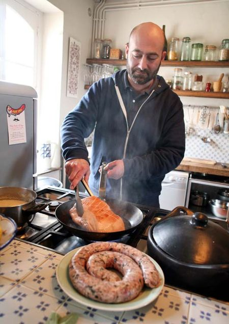 1laurent_saillard_cooking_his_pig