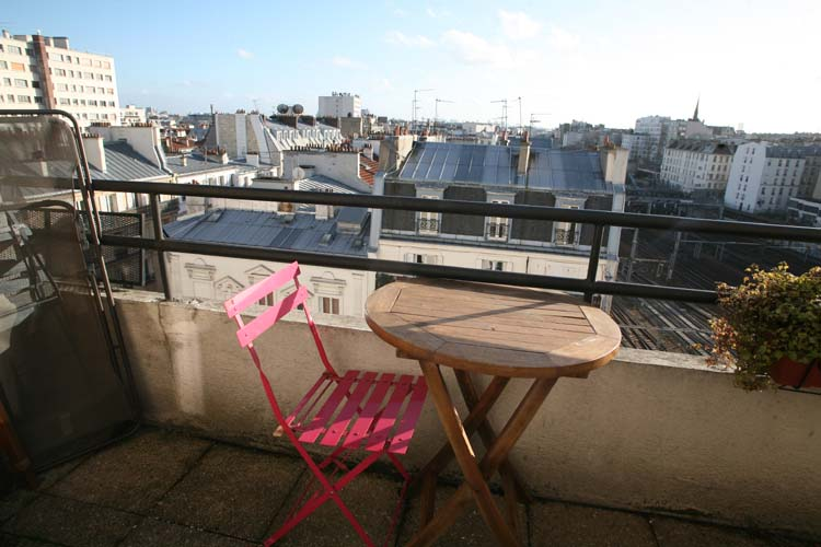 1japanese_wines_paris_view_on_roofs