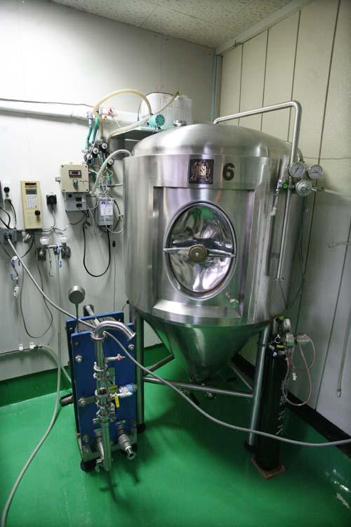 1zakkoku_micro_brewery_cuve