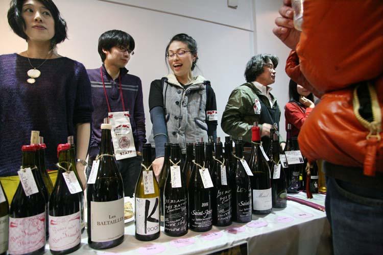 1festivin_tokyo2014_bottles_tables
