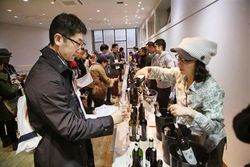 1festivin_tokyo2014_staff_pouring