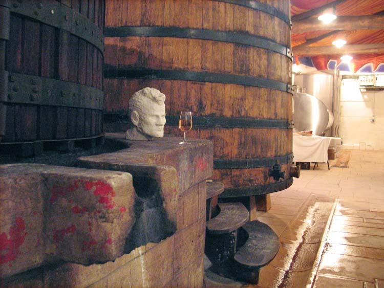 1beaujoloise2006_glass_head_on_press