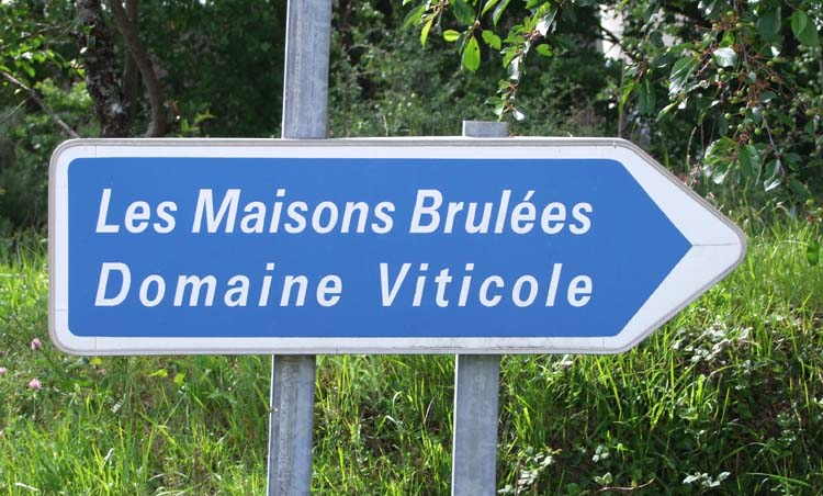 1maisonsbrulees_pouille_road_sign