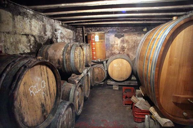 1maisonsbrulees_barrel_foudre_cellar