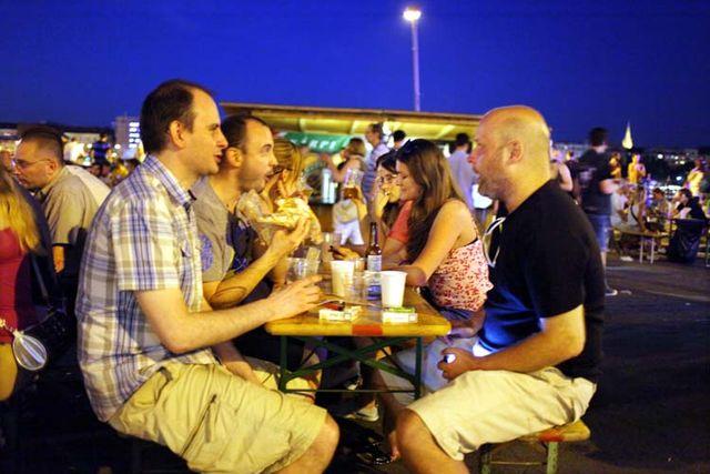 1budapest_fozdefeszt_beer_festival_a_table