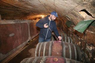 1laurent_saillard_cellar_winethief_oblong_cask_gamay