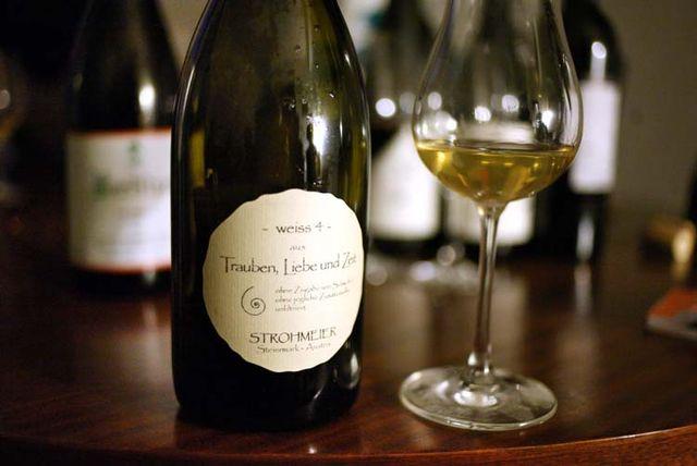 1austrian_wine_strohmeier_trauben_liebe_und_zeit
